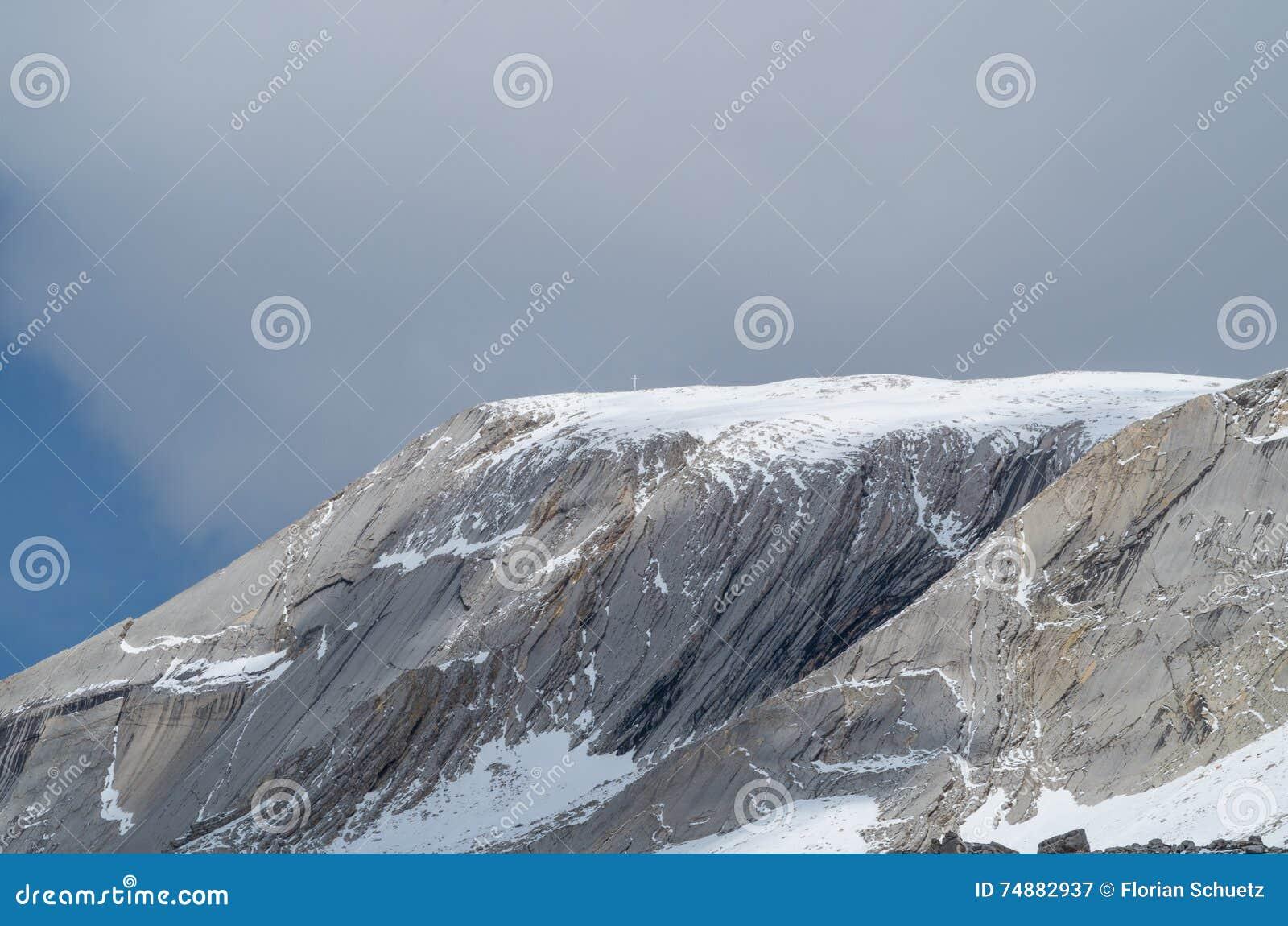 Toppmöte av Seekofel i dolomitesna, södra Tyrol, Italien