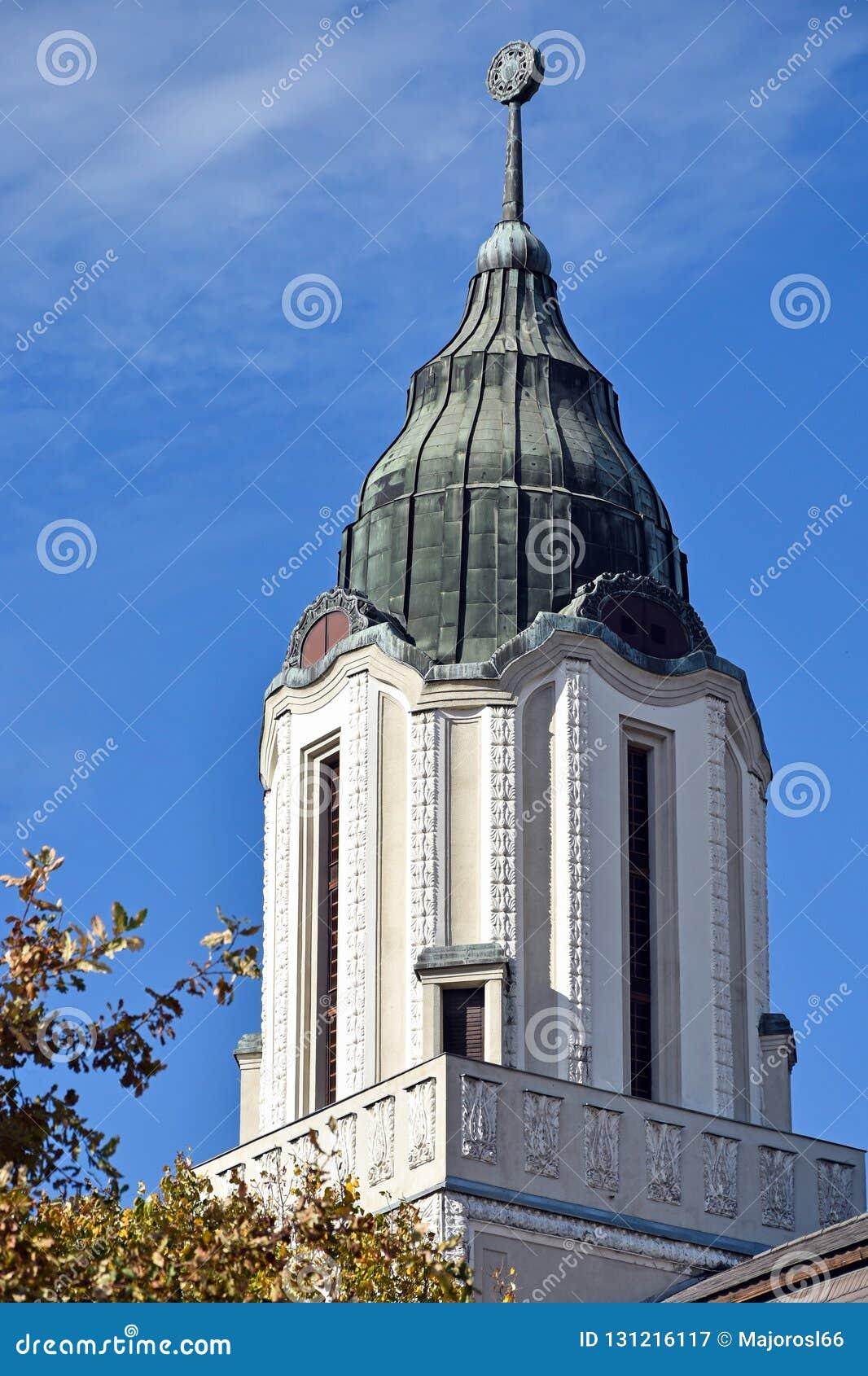 Toren van een oud gebouw in Debrecen, Hongarije