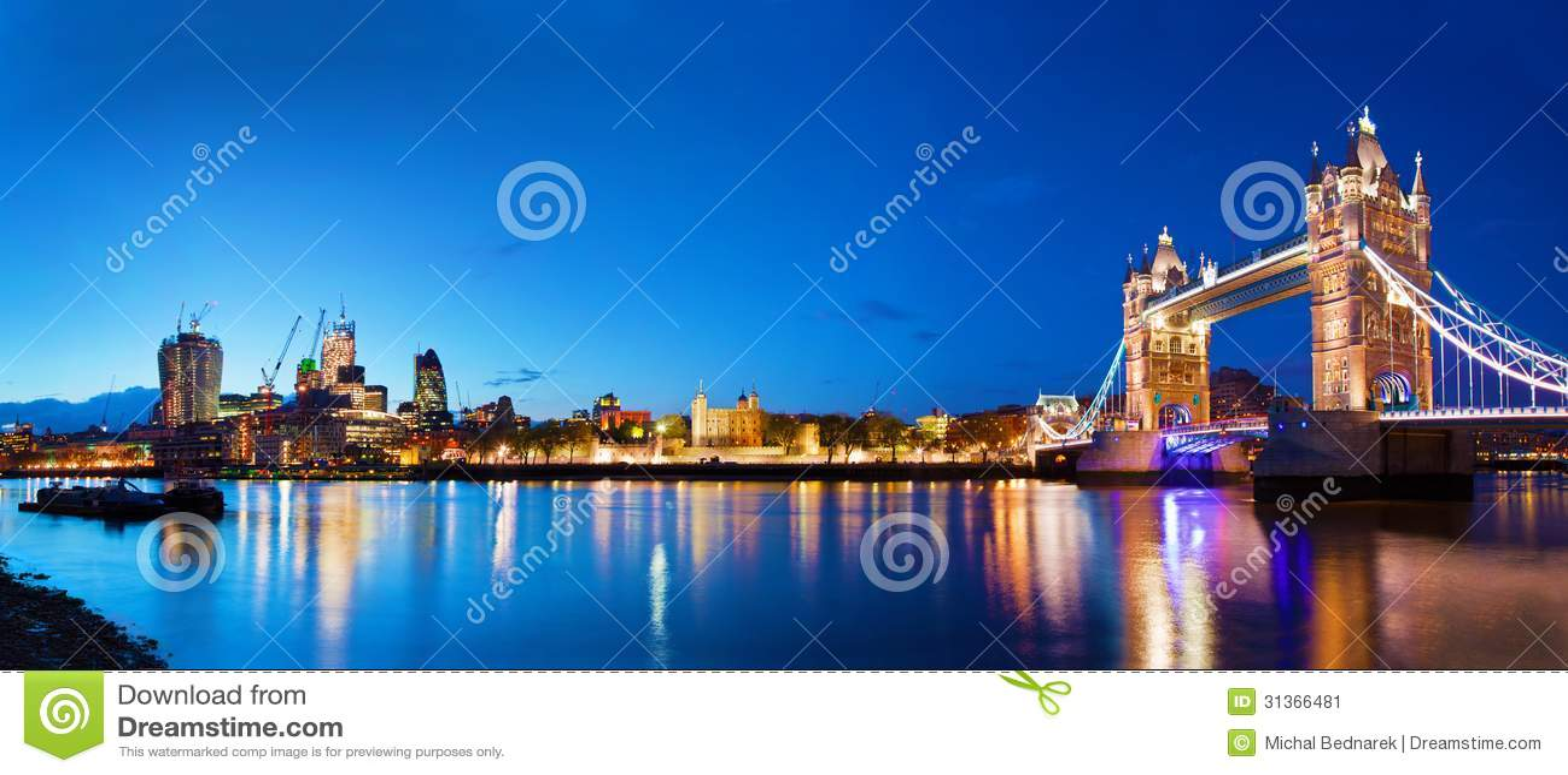Torenbrug in Londen, het UK bij nacht