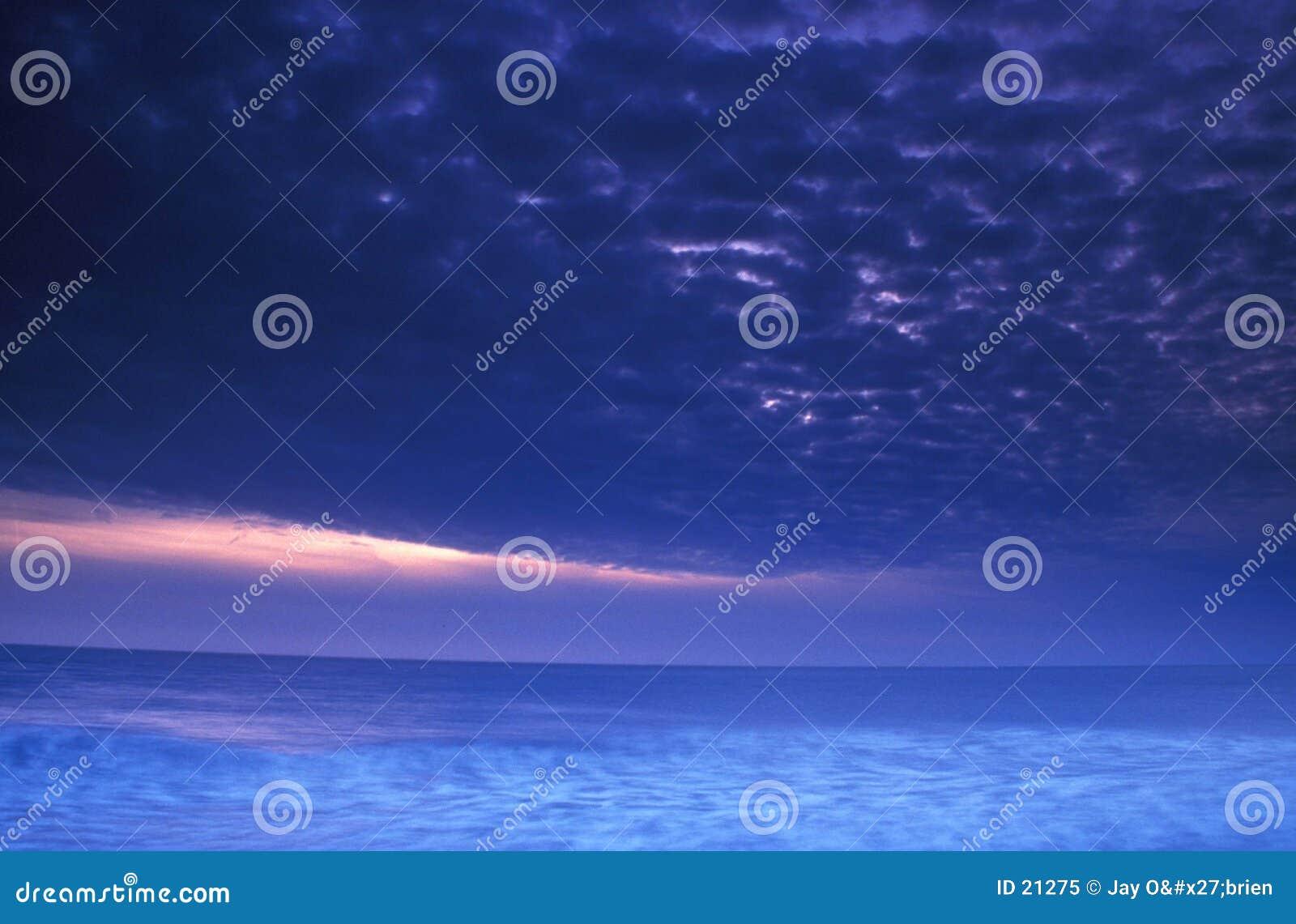 Tormenta en la puesta del sol