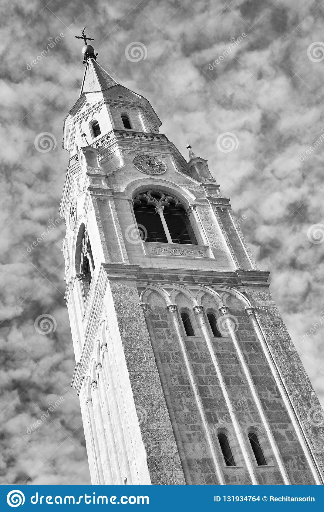 Torn av församlingkyrkan Santi Filippo e Giacomo Apostoli i Cortina d Ampezzo