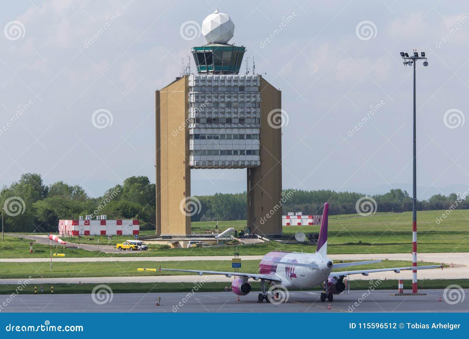 Torn för kontroll för Budapest flygplatsUngern framtidsutsikt