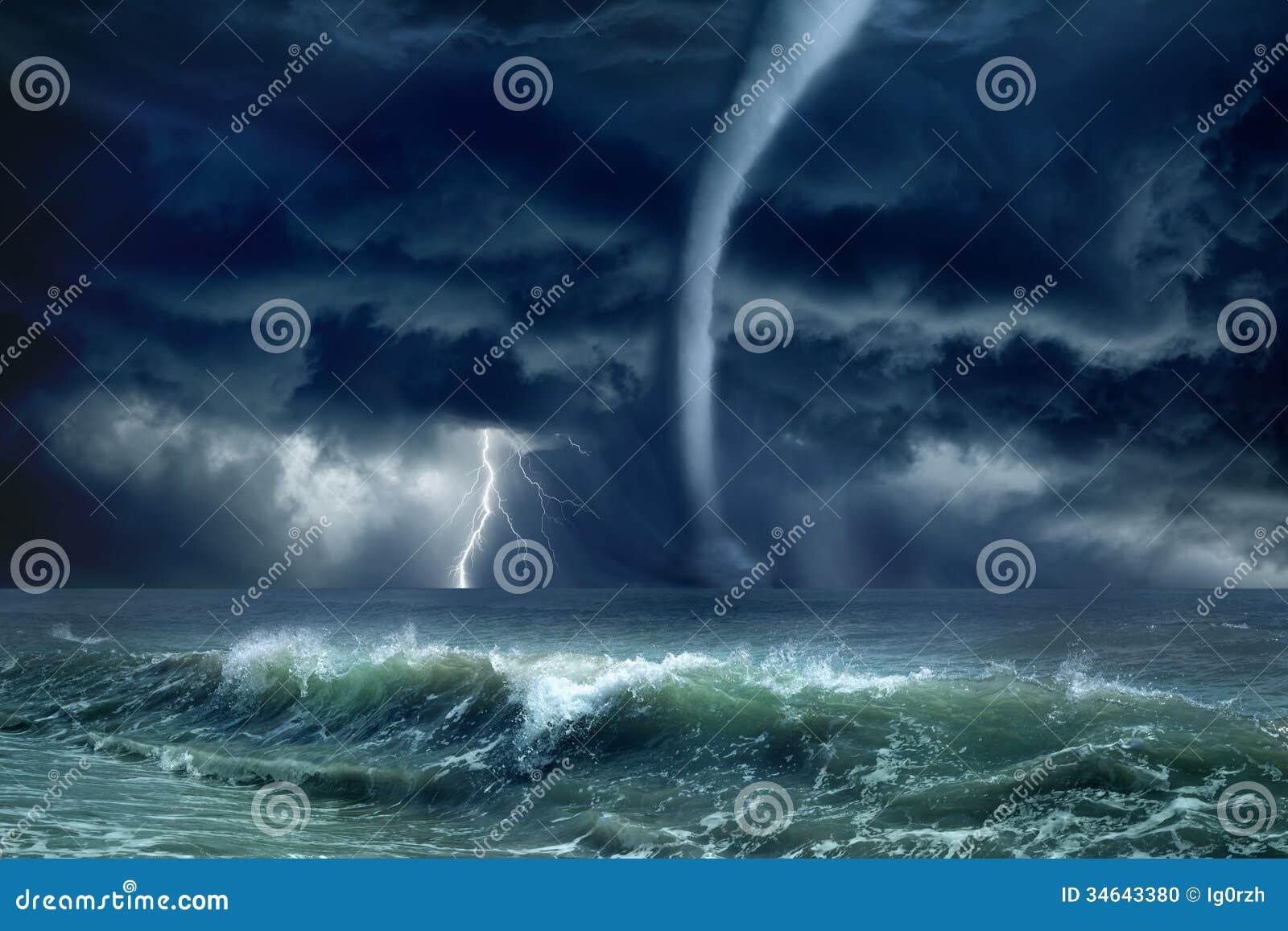 Tornado, bliksem, overzees