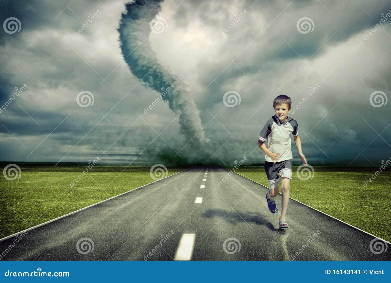 Tornado en lopende jongen