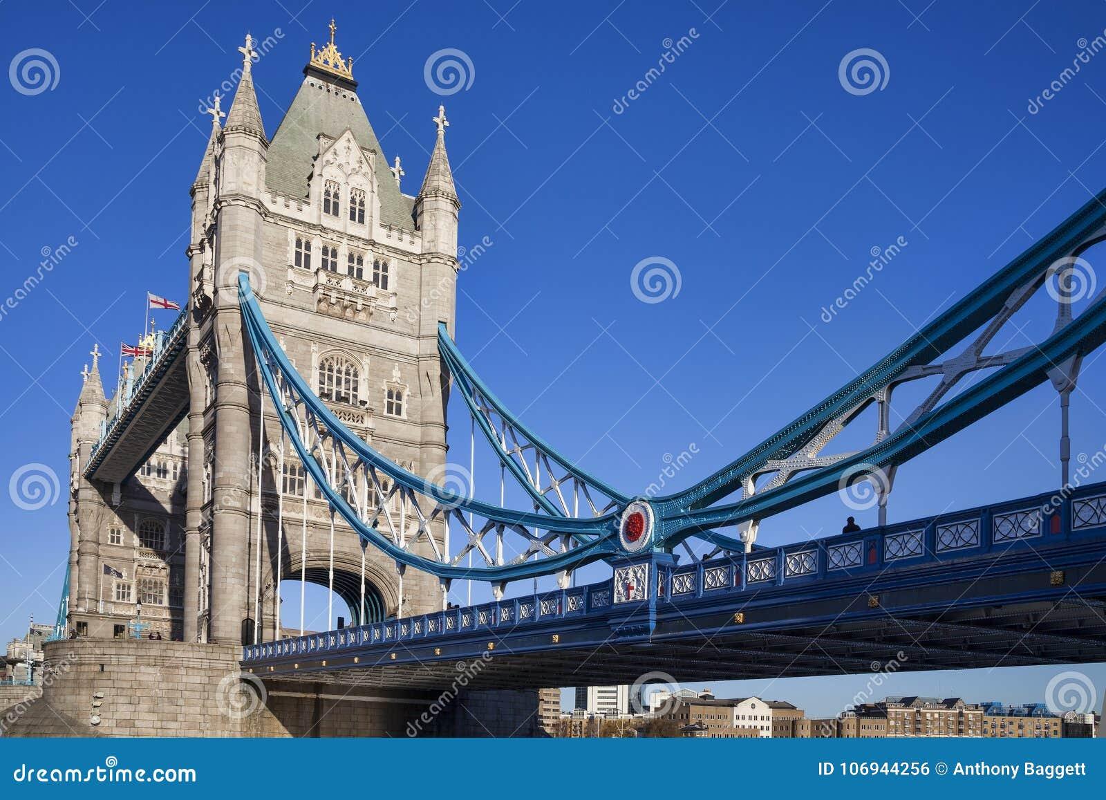 Tornbro på flodThemsen