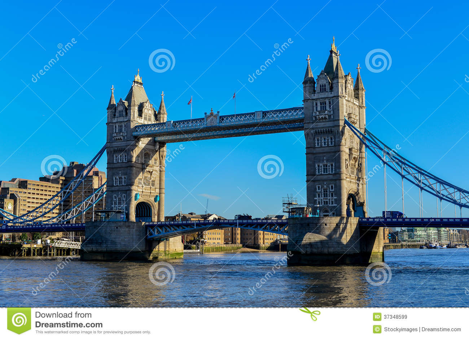 Tornbron i London korsar flodThemsen