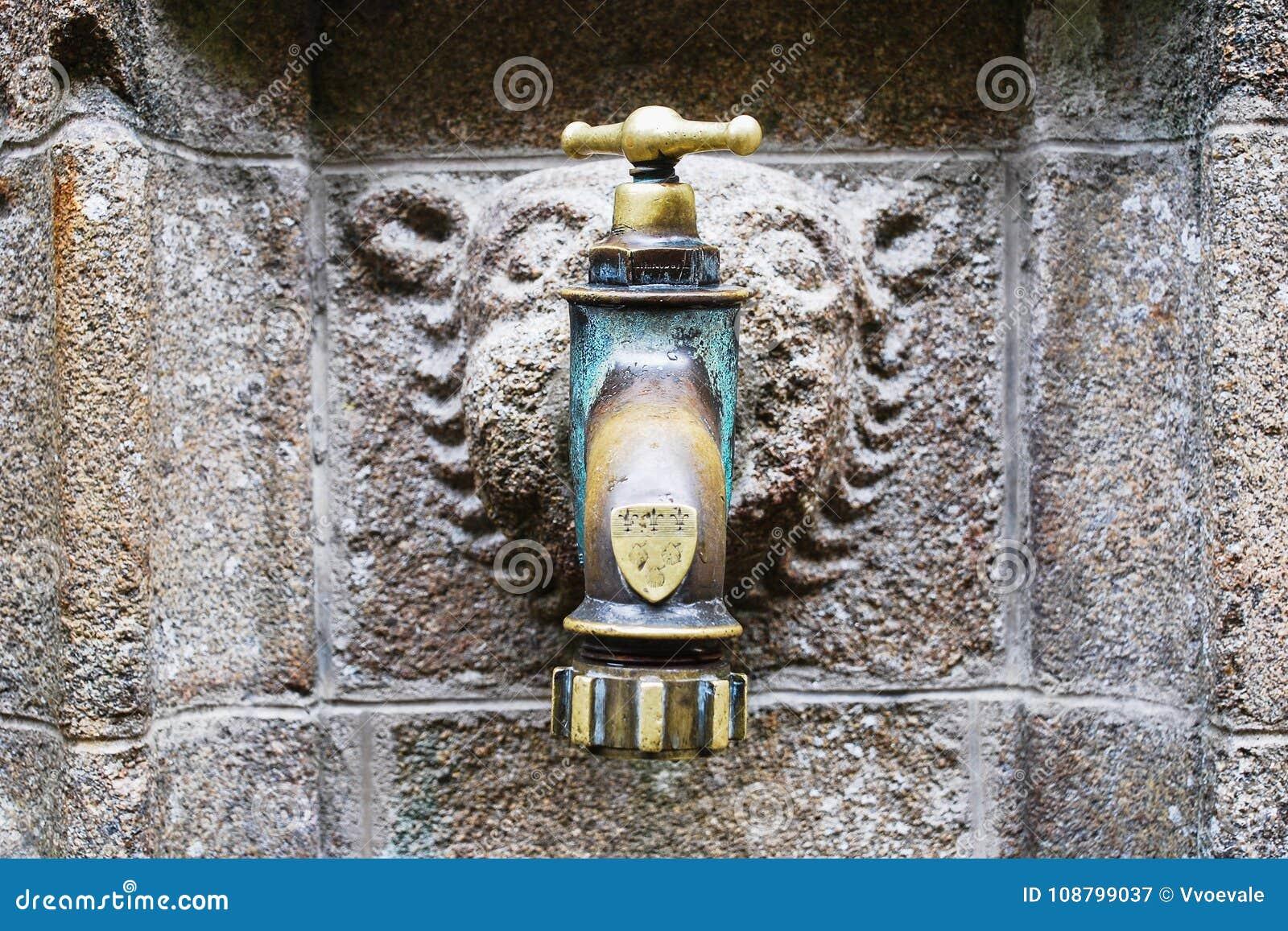 Torneira de água medieval de Utdoor em Saint Michael Abbey