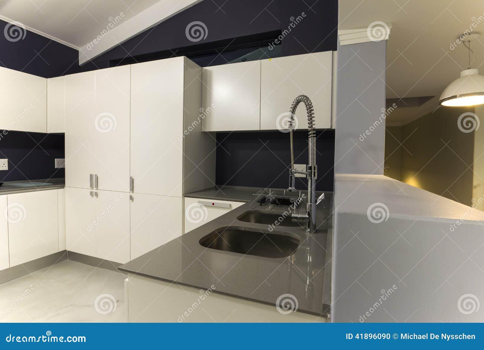 Torneira Moderna Do Projeto Da Cozinha Foto de Stock Imagem  #82A229 1300 957