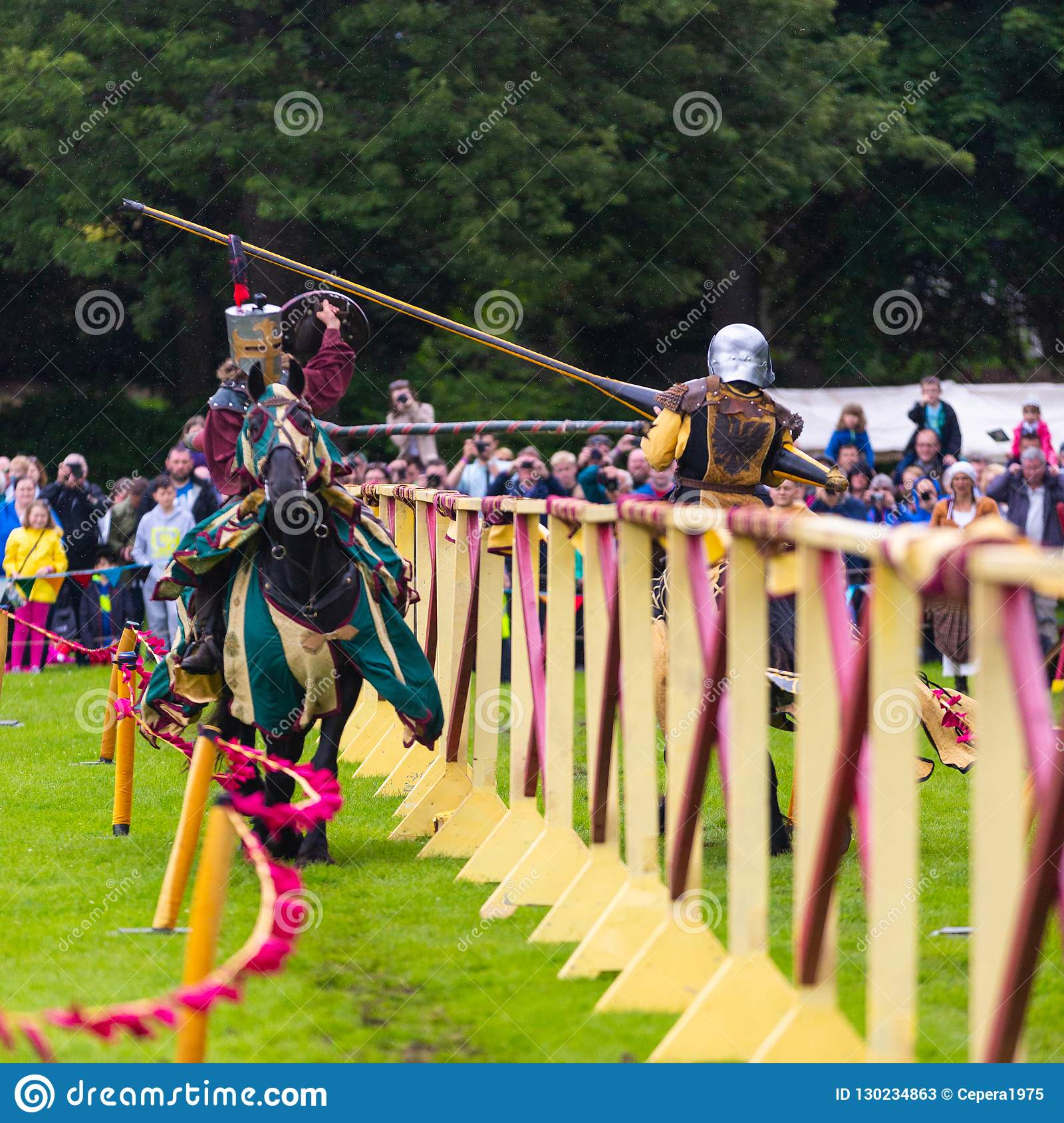 Torneo jousting medievale annuale al palazzo di Linlithgow, Scotla