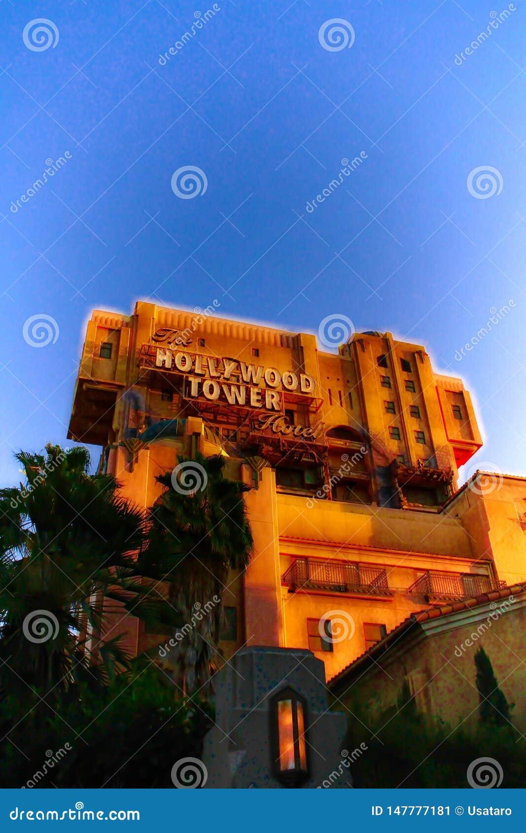 Tornet f?r skymningzon av hotellet f?r skr?ckHollywood torn
