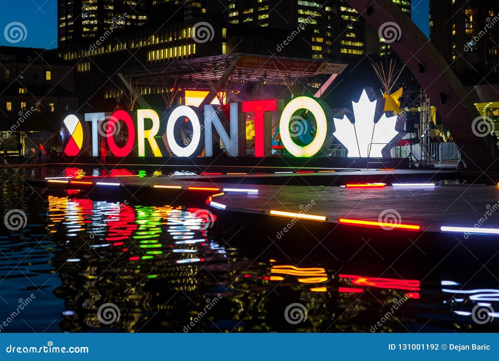Toronto, CANADÁ - 10 de outubro de 2018: Cidade Hall Natha do sinal de Toronto