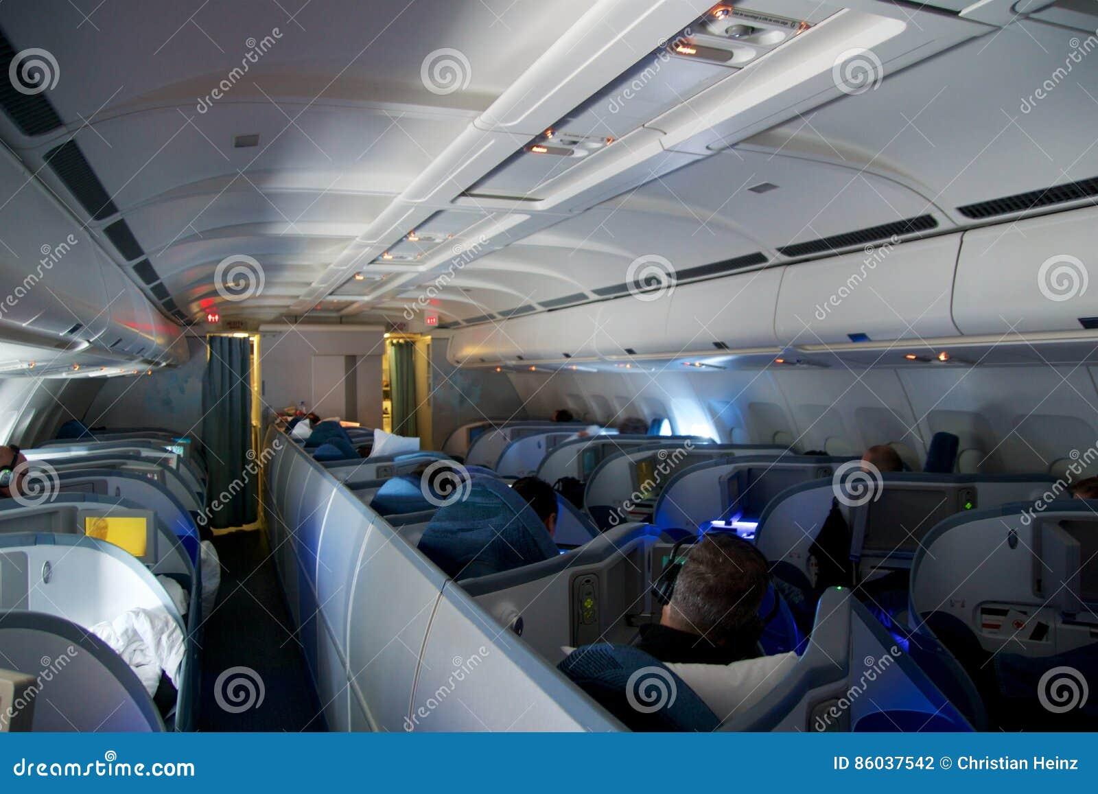 toronto canada 21 janvier 2017 siges de classe daffaires dair canada lintrieur dair canada airbus a330 sur mon chemin de munich vers toronto