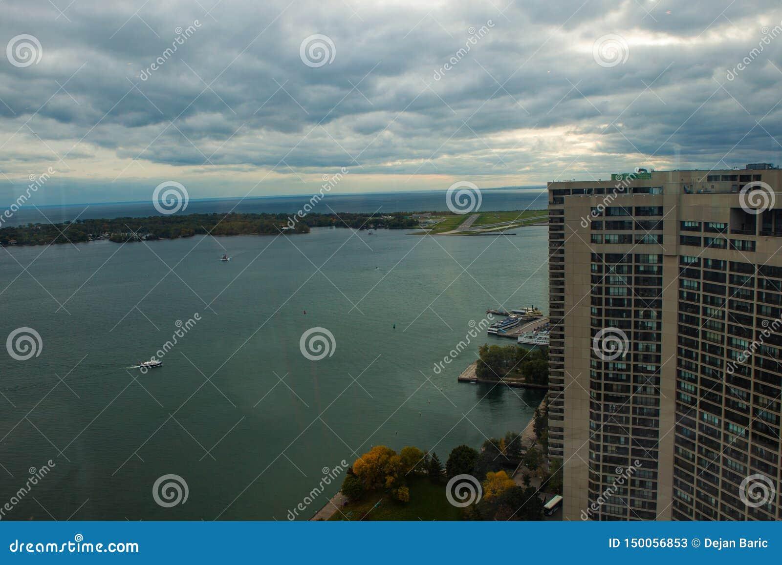 Toronto, CANADA - 10 novembre 2018: Ontario riviera a Toronto occupata