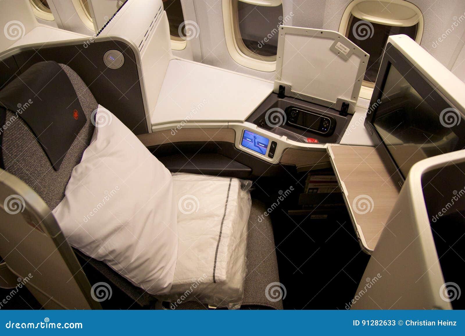 TORONTO KANADA - JANUARI 28th, 2017: Platser för Air Canada affärsgrupp inom en Boeing 777-300ER från AC Luft Canadas 777