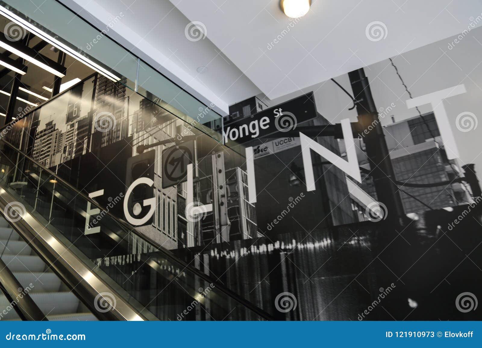 Toronto, Ontario, Canadá 20 de abril de 2018: Yonge nuevamente construido y E