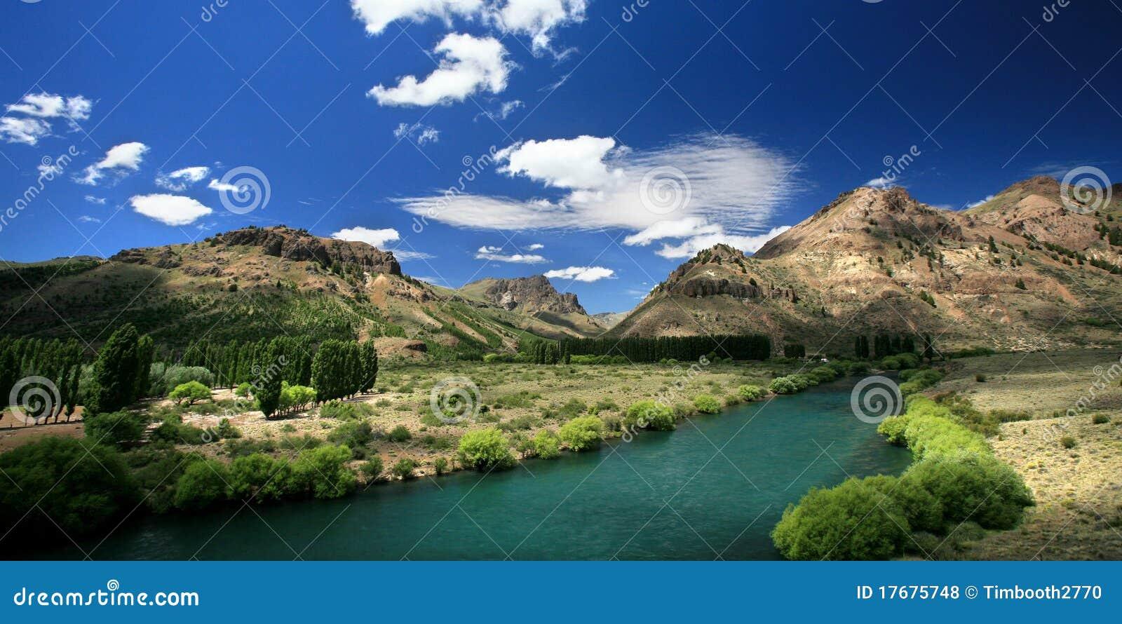 Torquoise rzeczna dolina