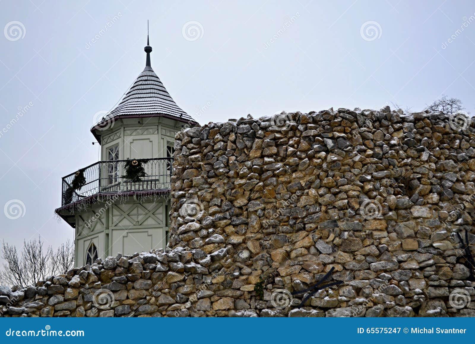 Torre atrás da parede