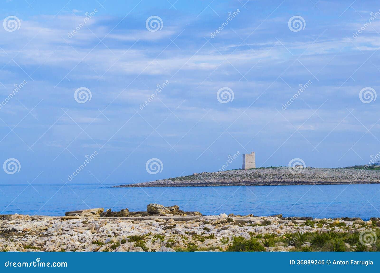 Download Torre Bianca Delle Rocce Al Crepuscolo Fotografia Stock - Immagine di mare, chiamata: 36889246