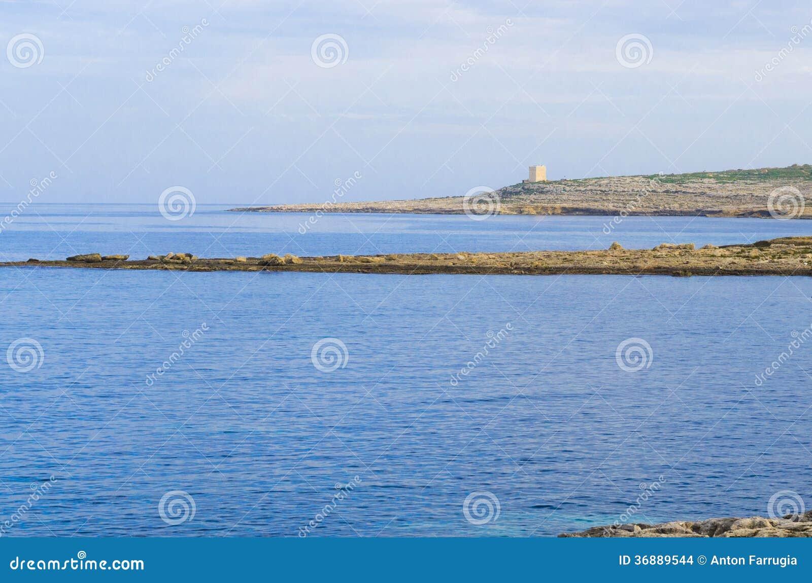 Download Torre Bianca Delle Rocce Al Crepuscolo Fotografia Stock - Immagine di maltese, malta: 36889544