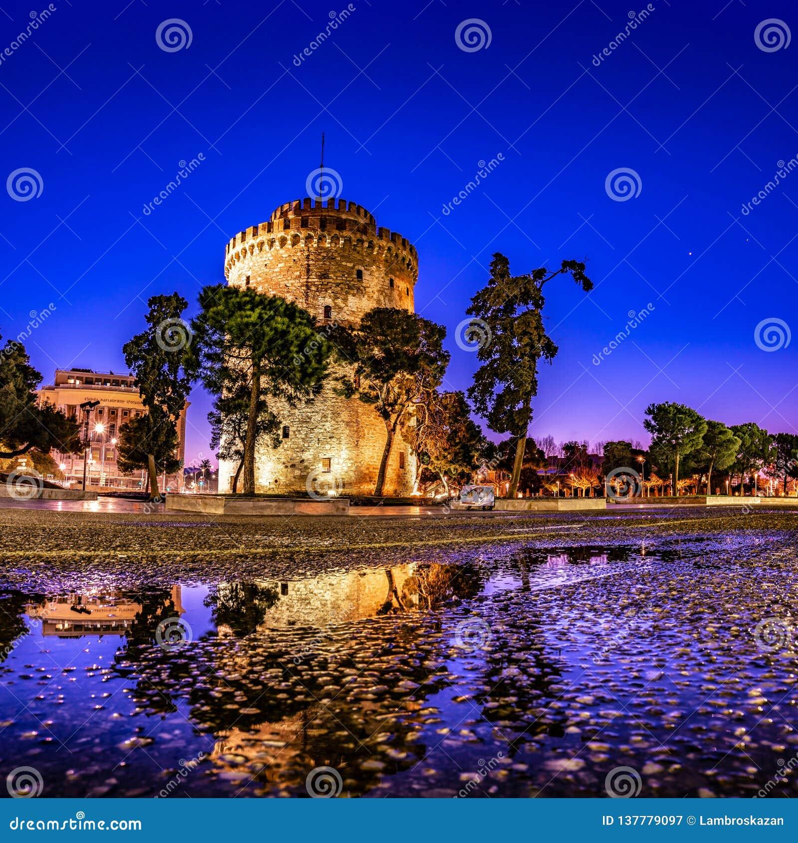 Torre blanca de la ciudad de Salónica en el amanecer