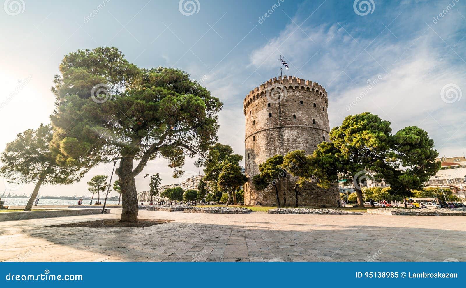 Torre blanca de Salónica, capturada con la lente de fisheye