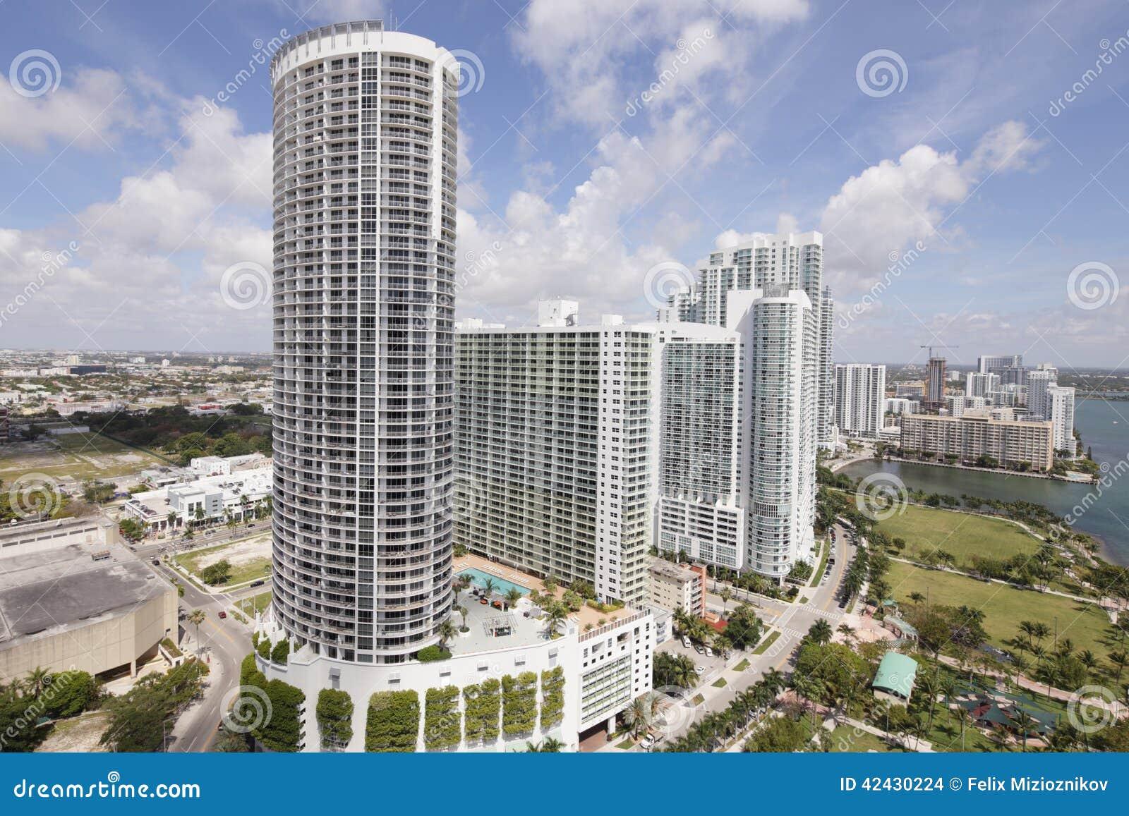 Torre común Miami de la ópera de la imagen