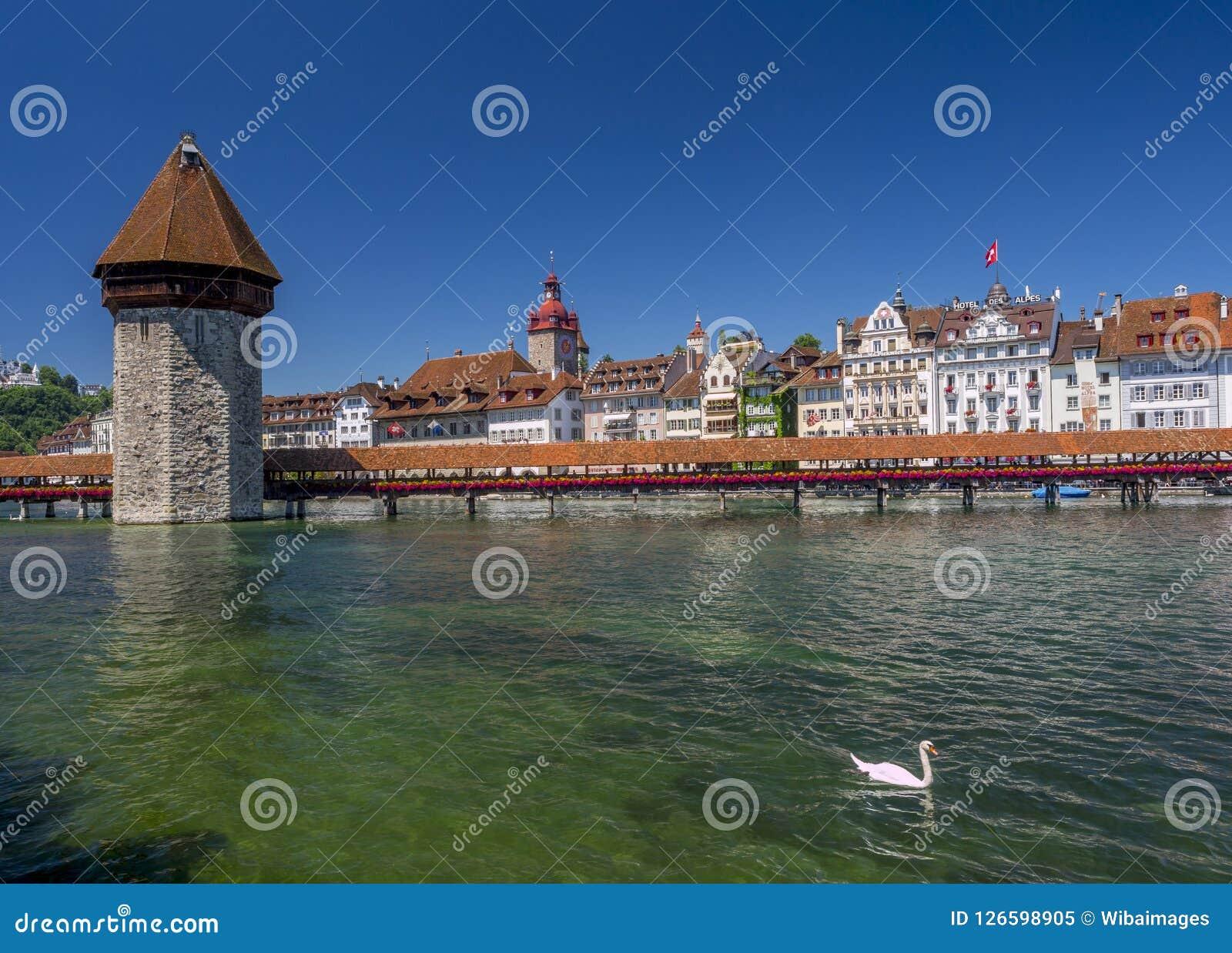 Torre da ponte e de água da capela na lucerna, Suíça Foto de Stock Royalty Free