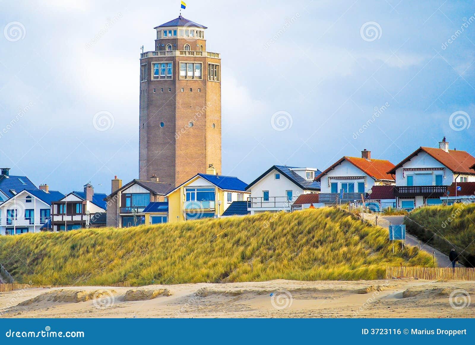 Torre de água com casas