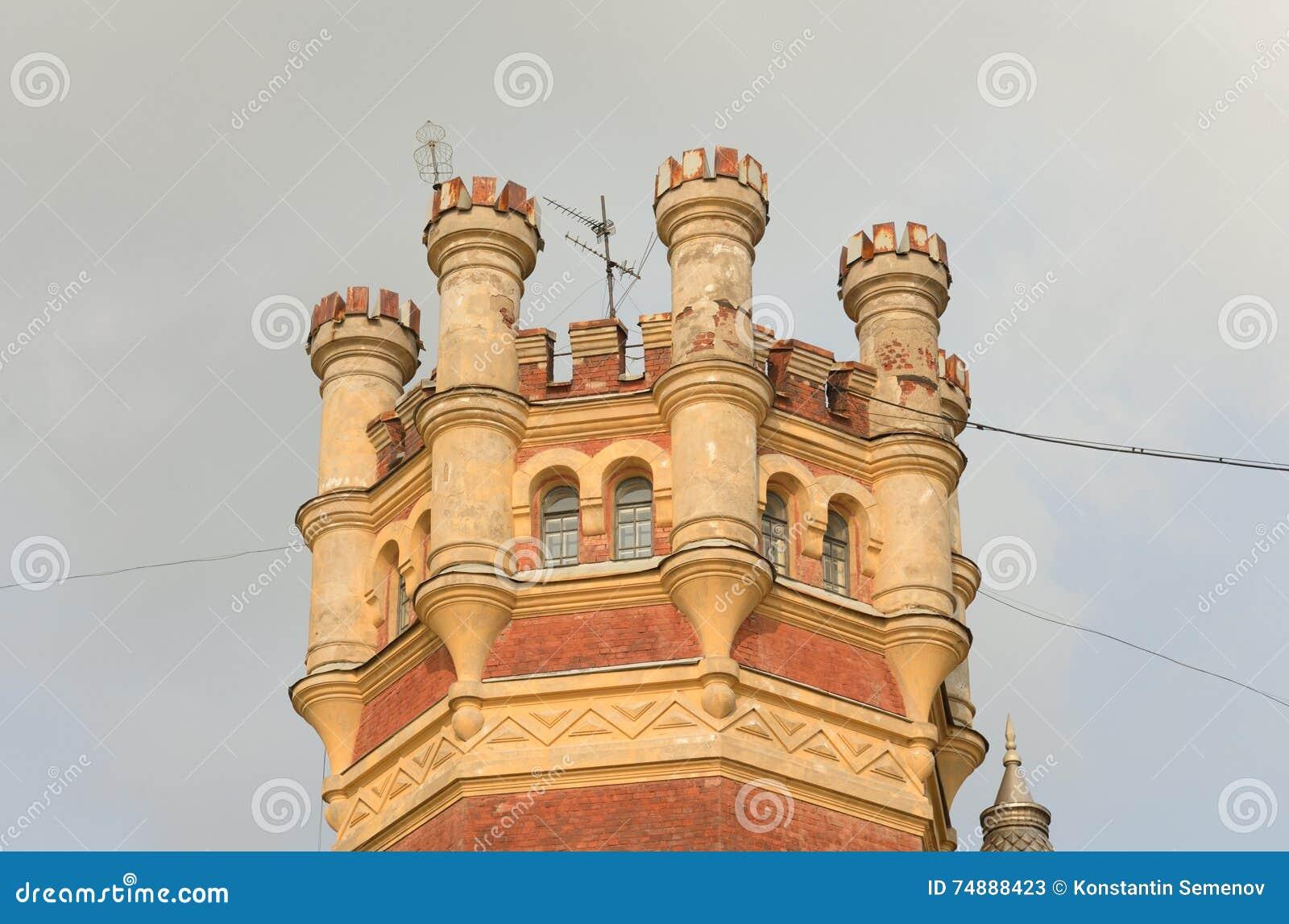 Torre de água no estilo gótico