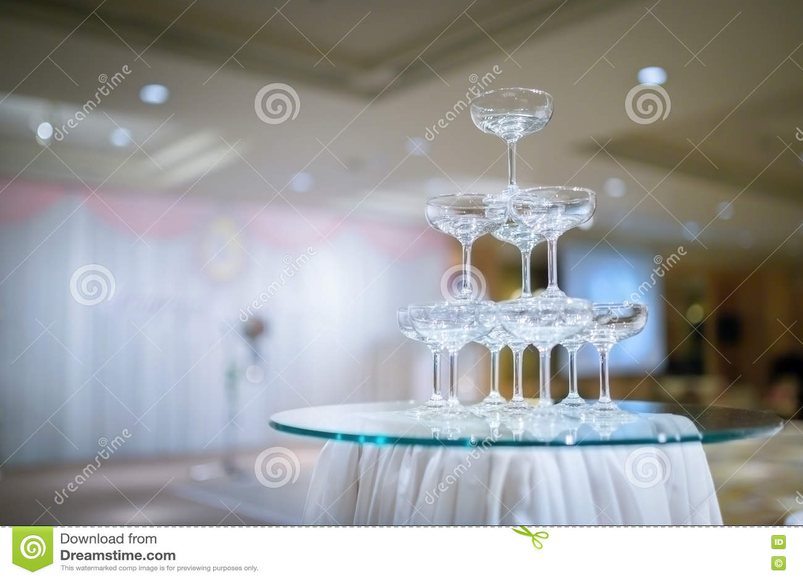 Torre de Champán en ceremonia de boda - Foco selectivo