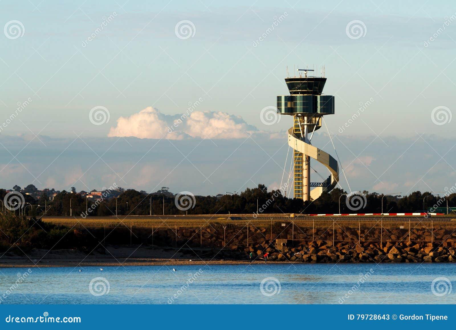 Torre de control del aeropuerto en Sydney, Australia