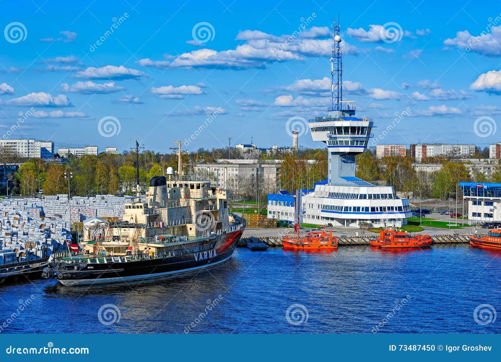 Torre de controlo de tráfico da autoridade portuária de Riga