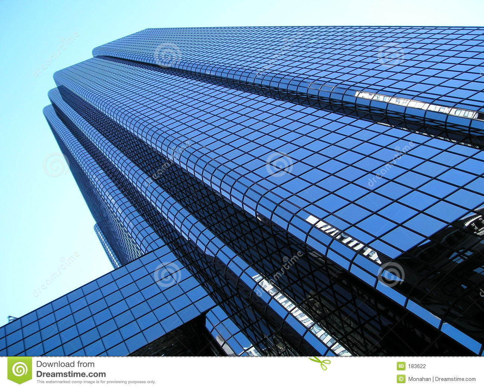Torre de cristal de la oficina, angulosa