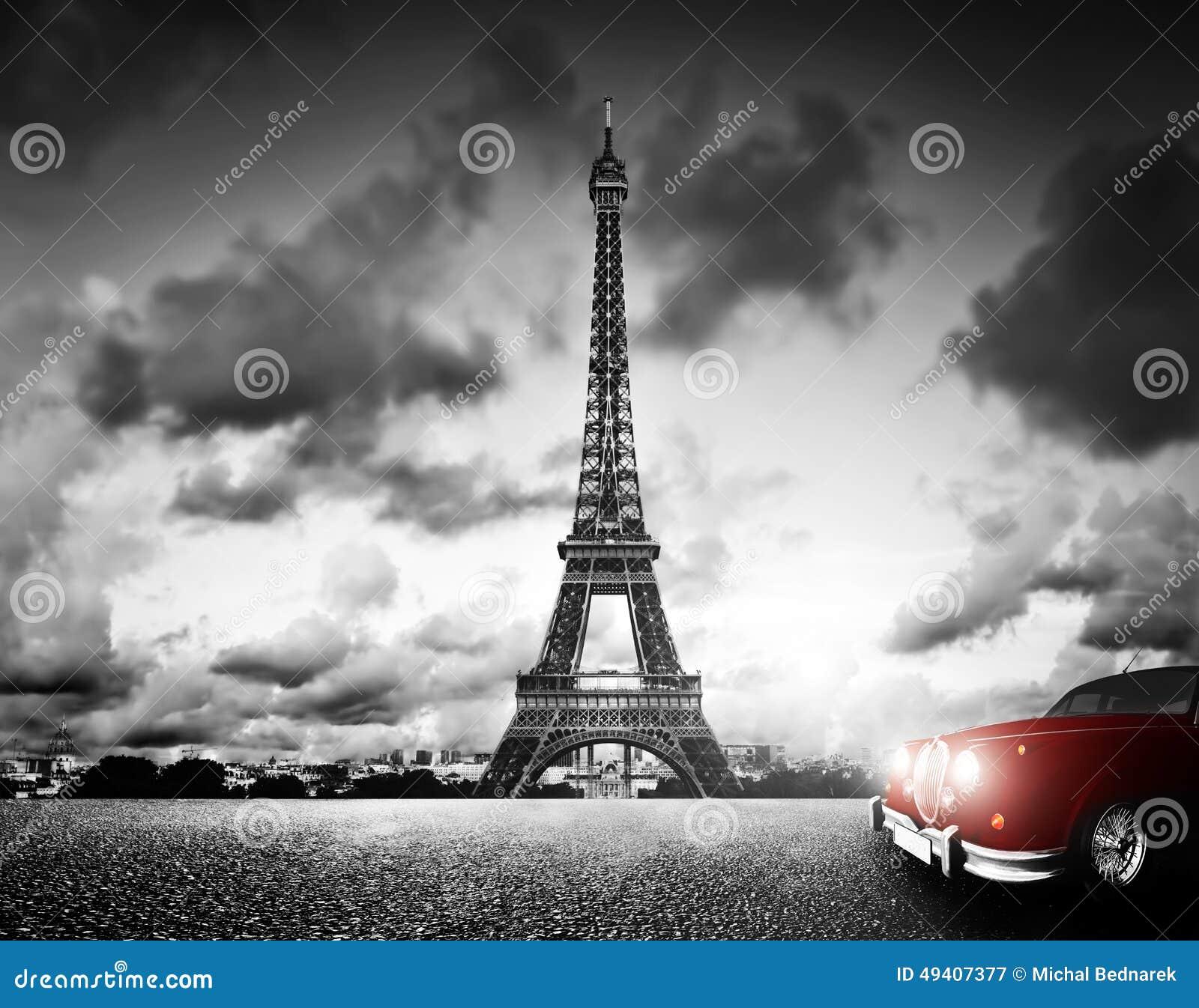 Torre de Effel, París, Francia y coche rojo retro