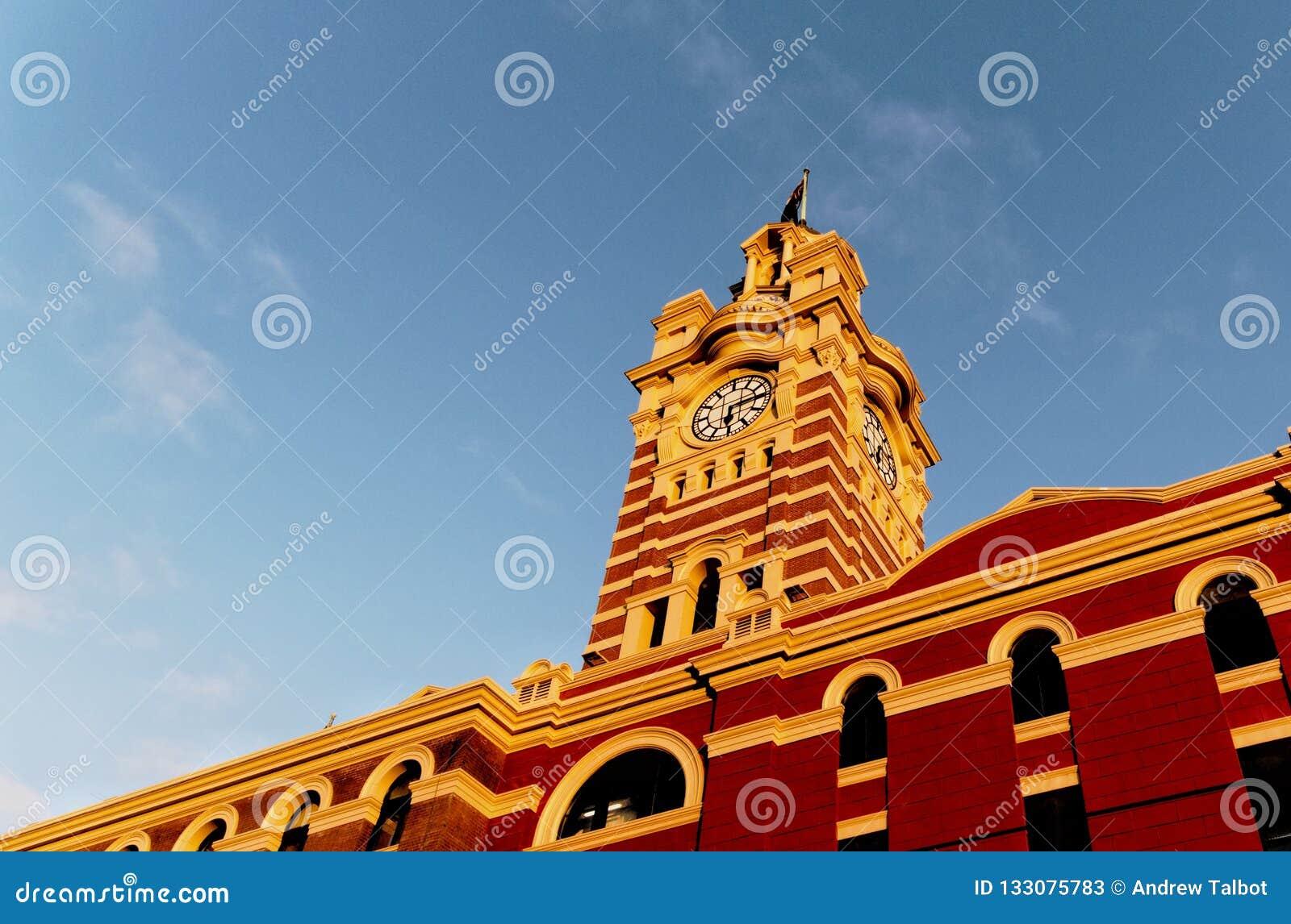 Torre de pulso de disparo na estação de trem da rua do Flinders