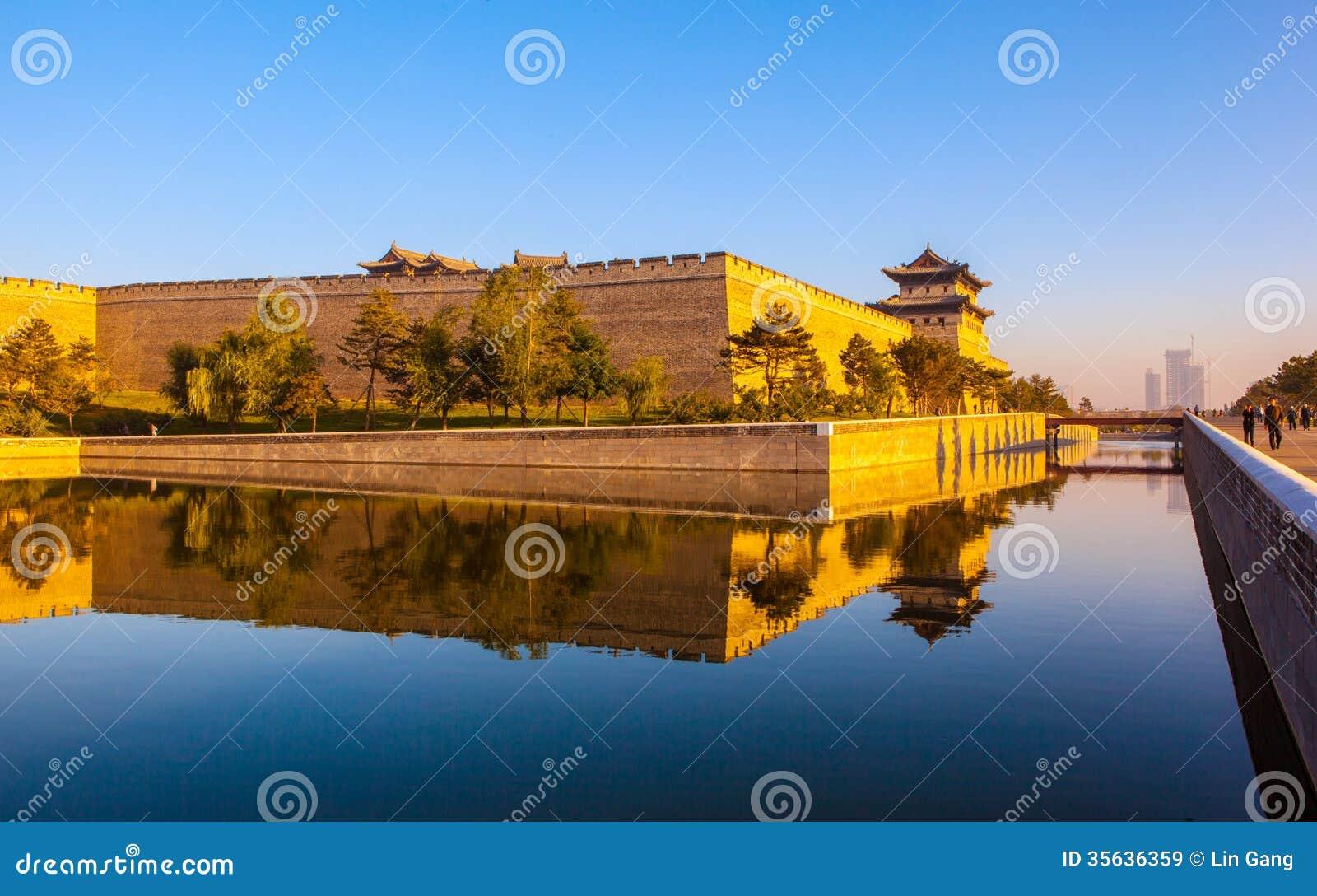 A torre de reconstrução da parede e da porta da cidade de Datong.