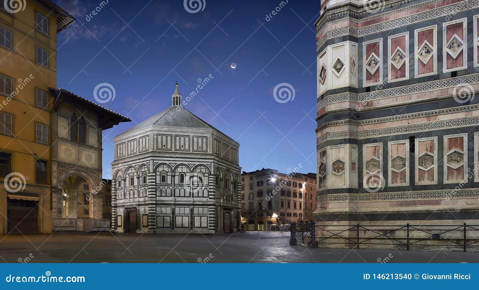 Torre de sino de Florence Baptistery e de Giotto