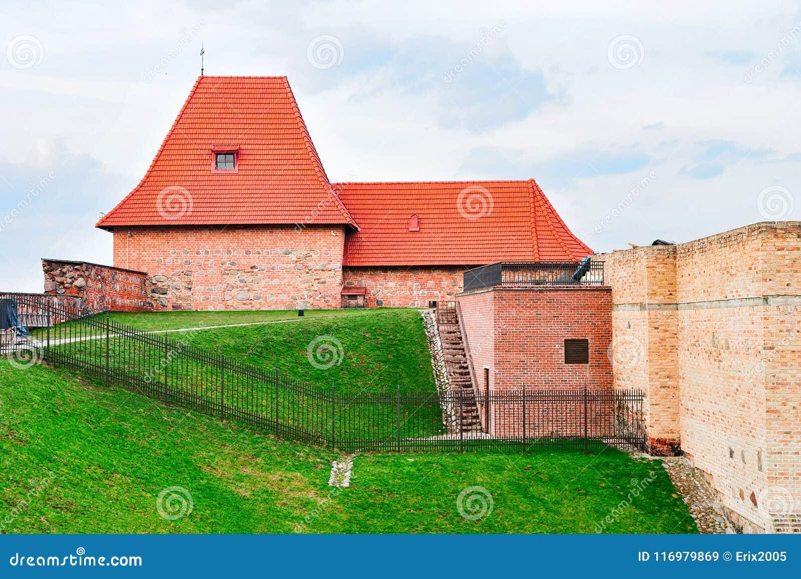 Torre del bastión de la artillería en el viejo centro de ciudad Vilna Lituania