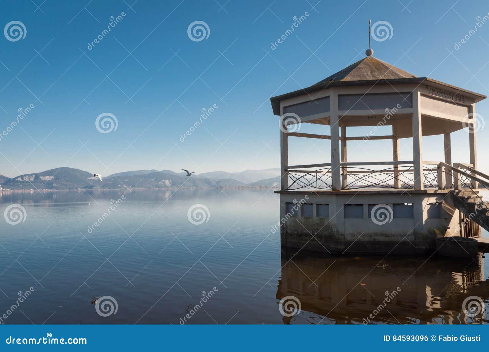 Torre Del Lago, Viareggio - Gazebo Sul Lago Fotografia Stock