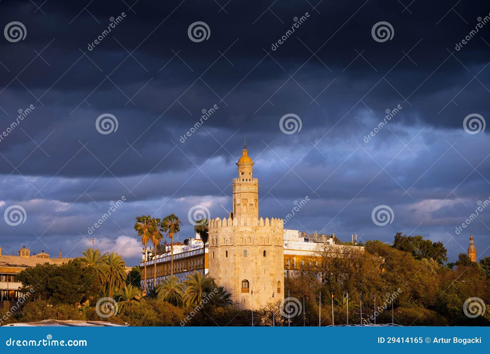 Torre del Oro in Siviglia al tramonto