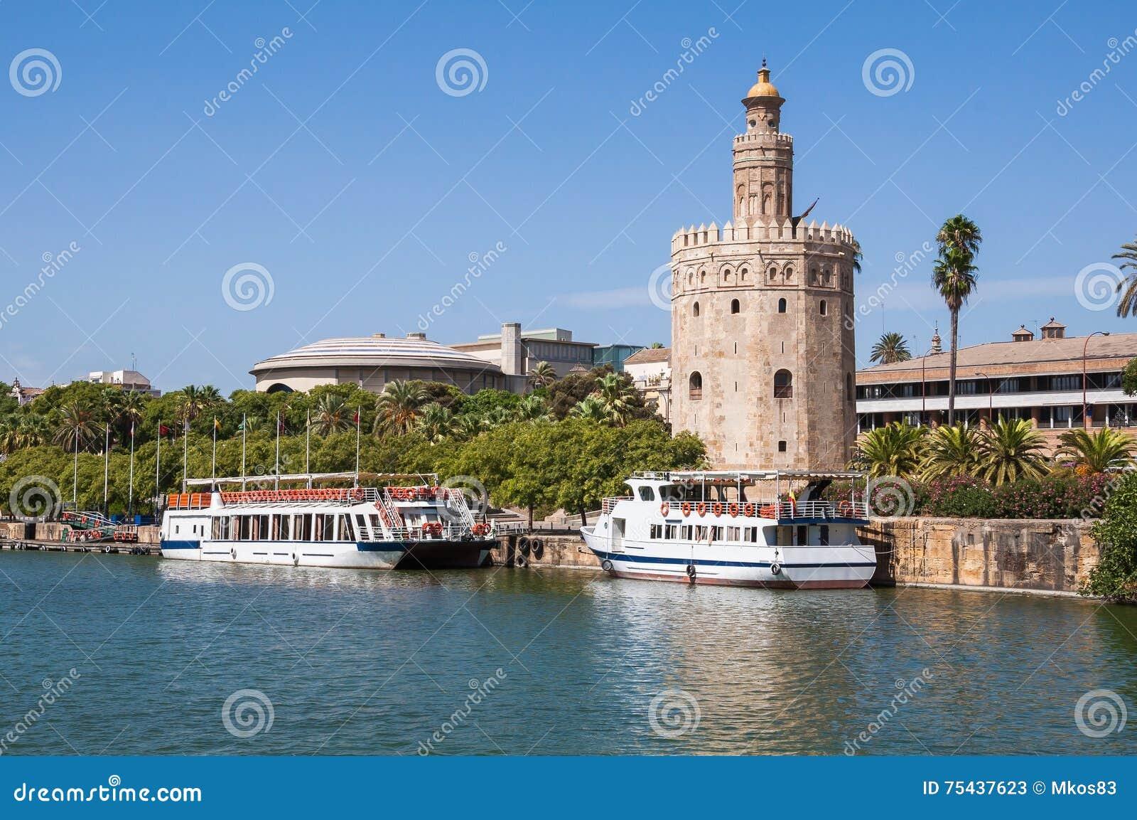 Torre del Oro vu de la rivière du Guadalquivir en Séville