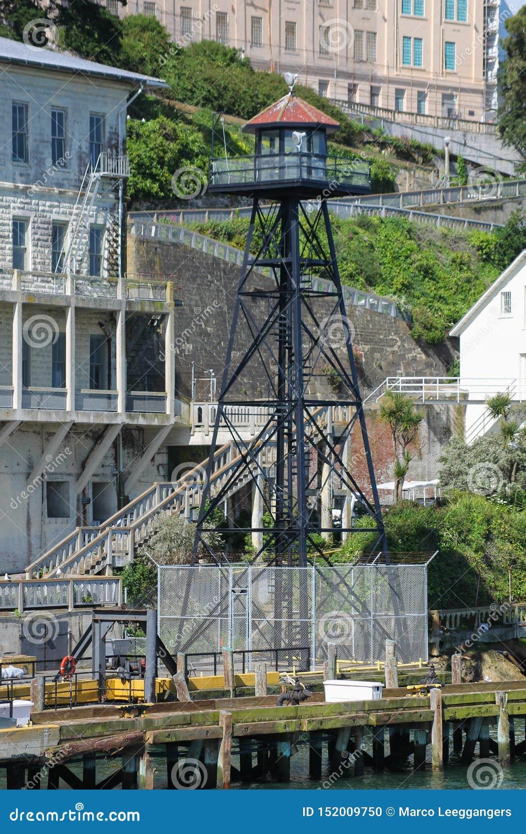 Torre del reloj en la isla de Alcatraz