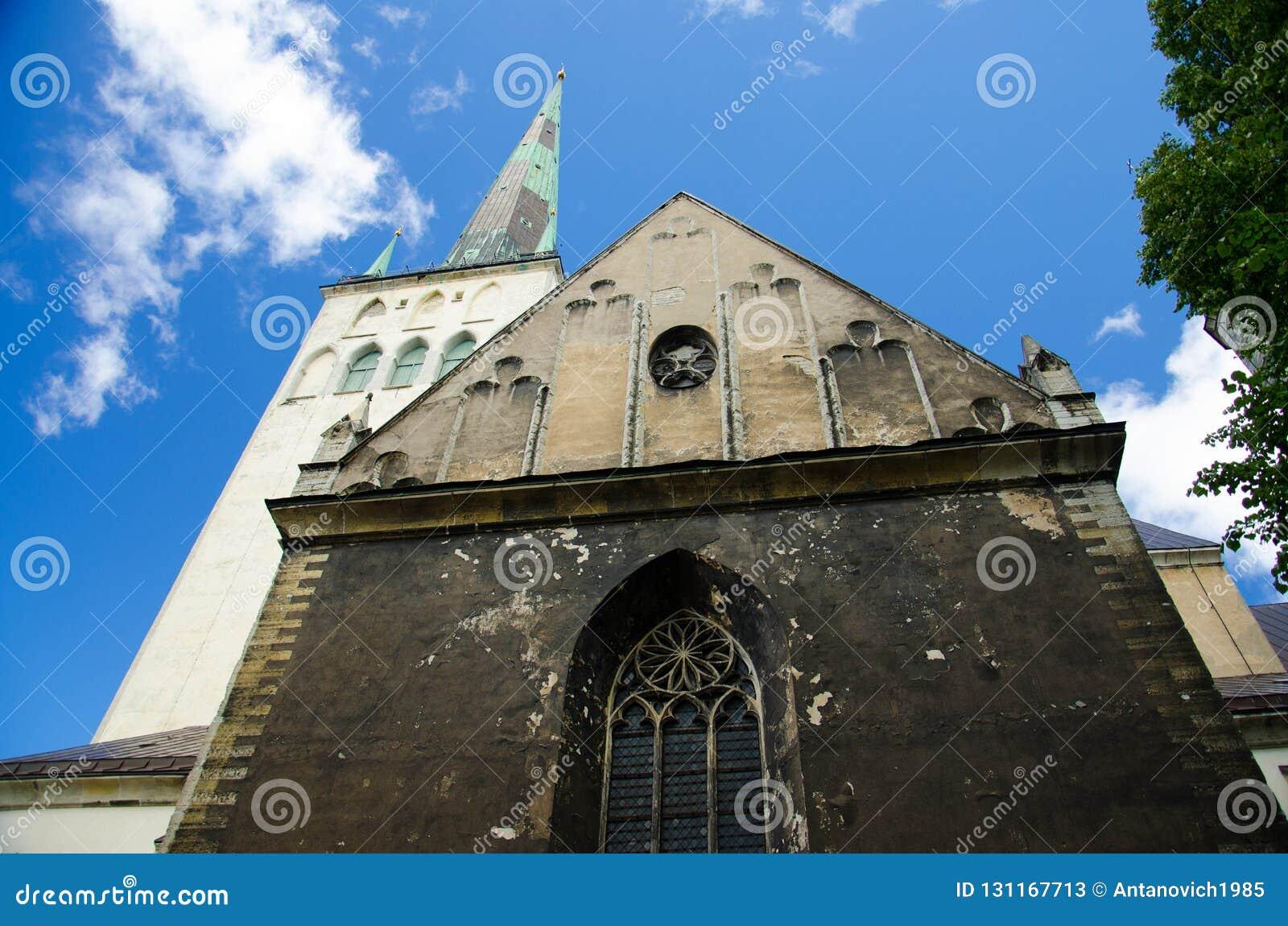 Torre di chiesa della st Olaf medievale di Città Vecchia di Tallinn, Estonia