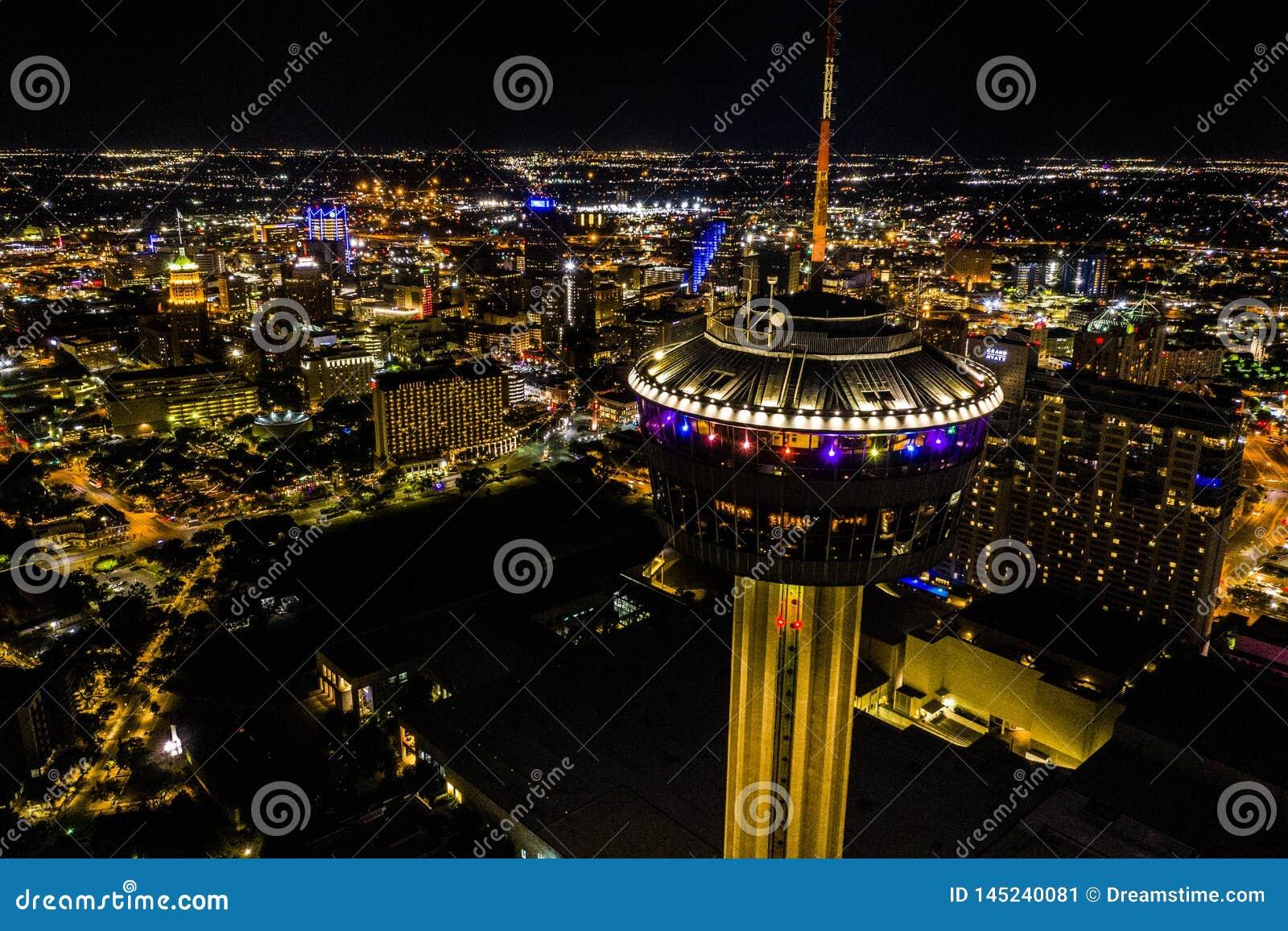 Torre di notte delle Americhe