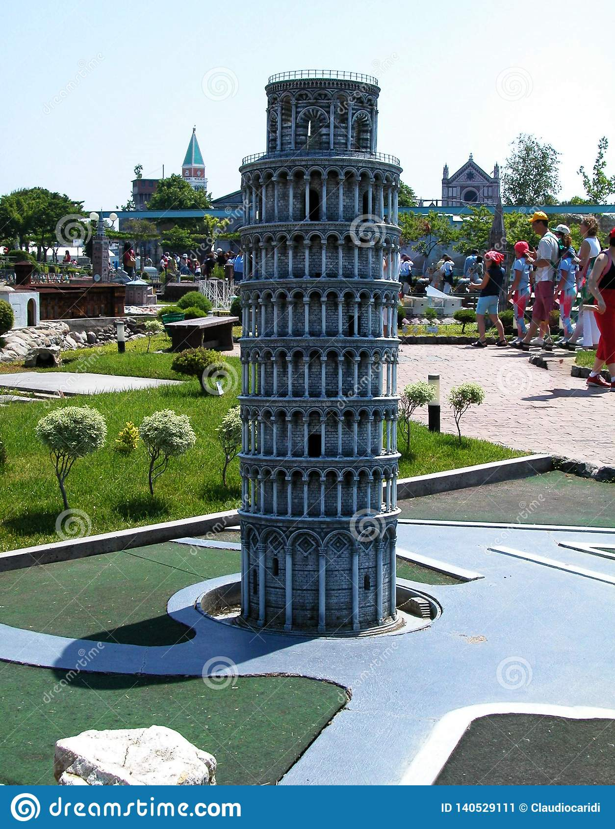 """Torre di Pisa nel parco a tema """"Italia in miniatura """"Italia in miniatura Viserba, Rimini, Italia"""