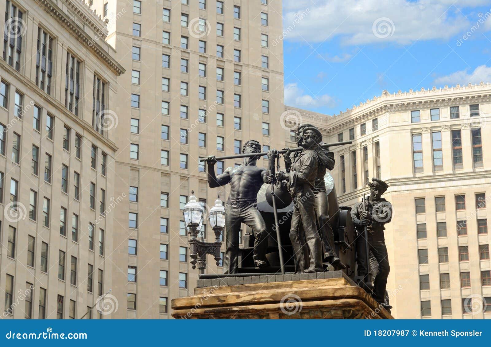 Torre e statuary