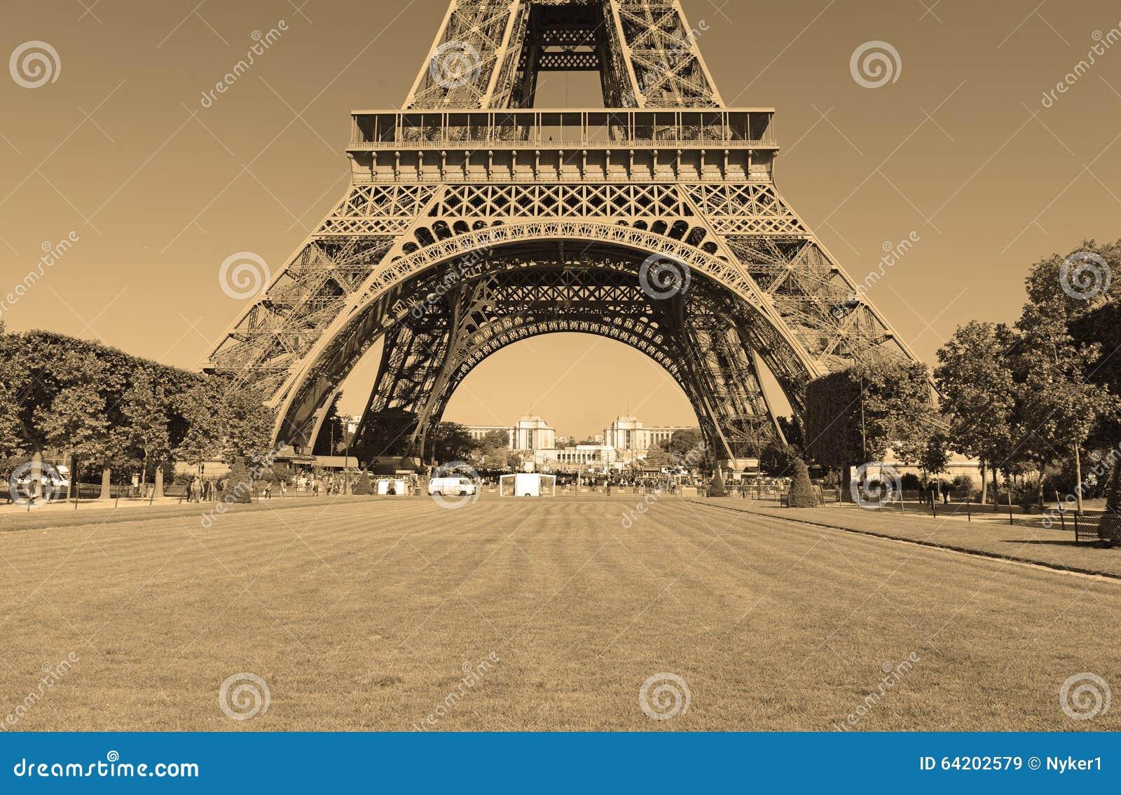 Torre Eiffel con el filtro de la sepia, París Francia