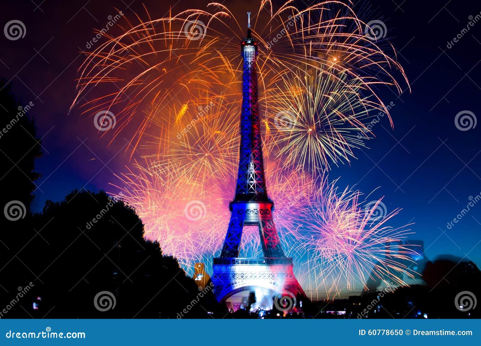 Torre Eiffel dos fogos-de-artifício