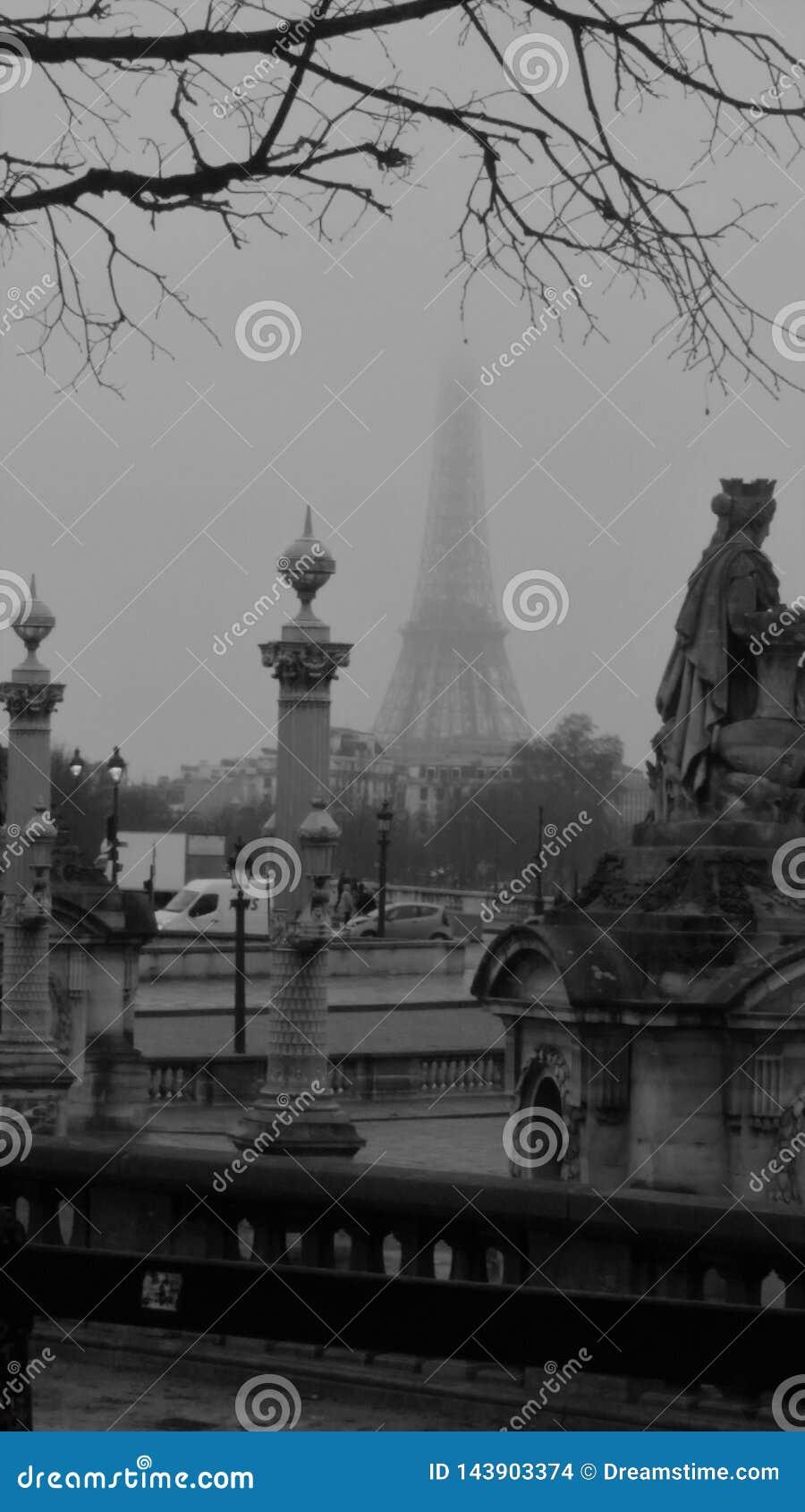 Torre Eiffel em preto e branco