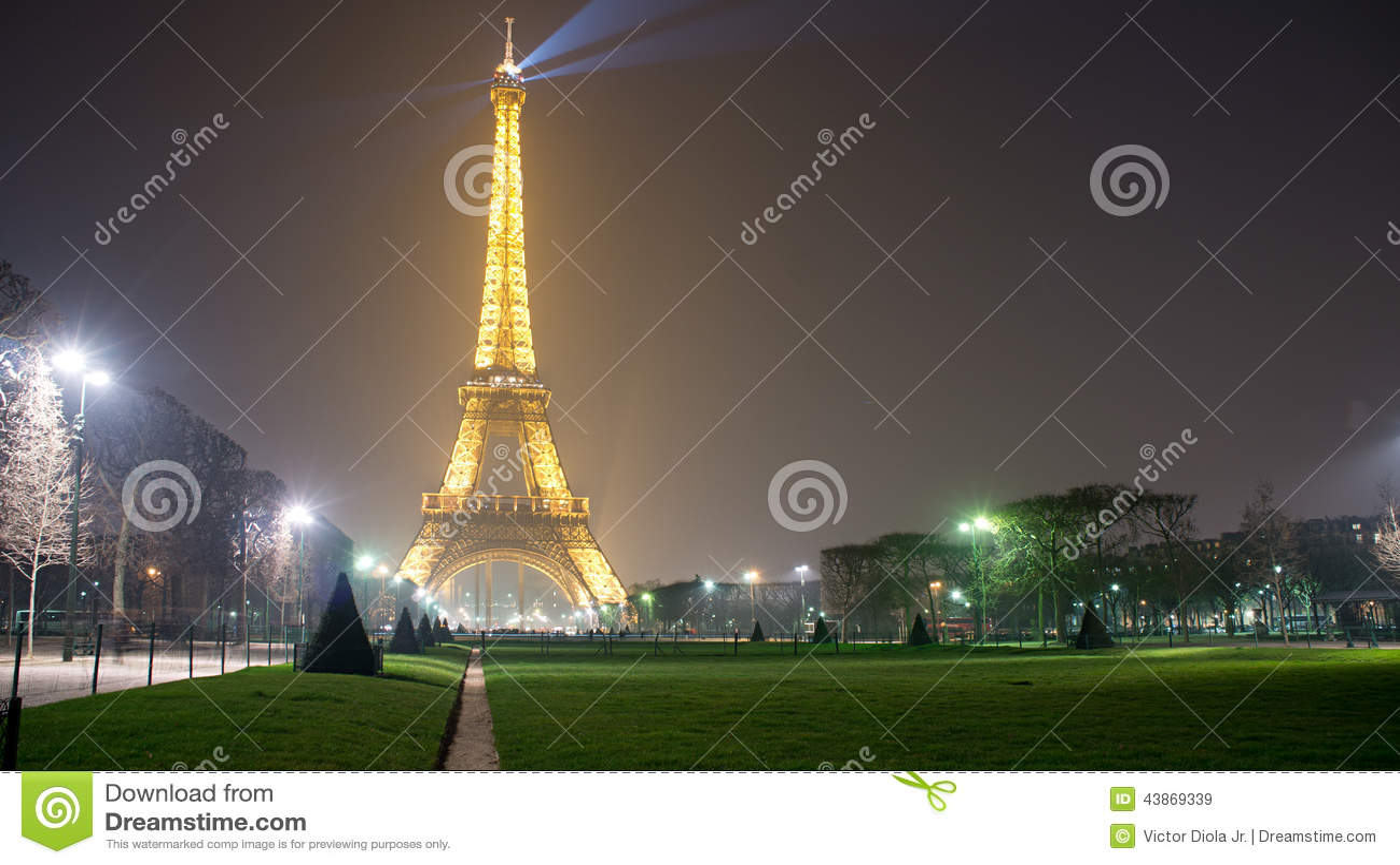 Torre Eiffel na noite